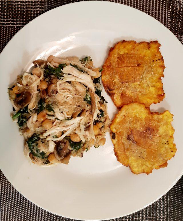 Salteado de pollo con quinua, champiñones y espinaca
