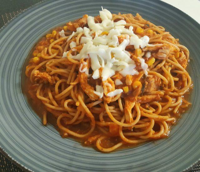 Espaguetti mixto: pollo y atún con champignones